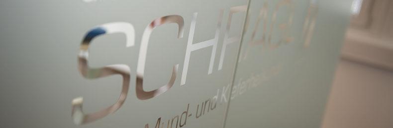 scheibe_mit_logo